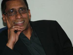 Author Raj Fernandes picture 2